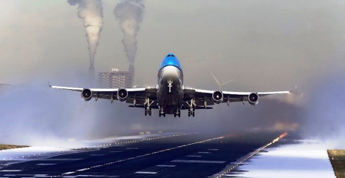 decollo aereo di linea