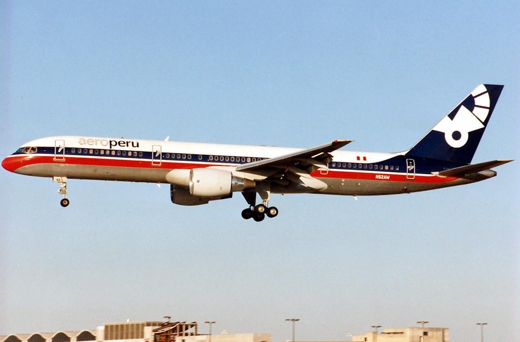 Aeroperú_Boeing_757-200_N52AW_MIA_1996-1-8