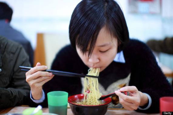 giapponese mangiando