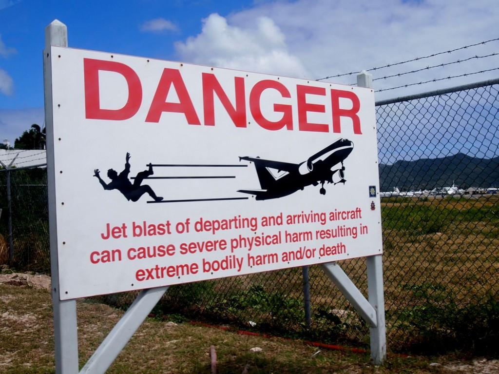 Caribbean-Sint-Maarten-Maho-Beach-Danger-warning