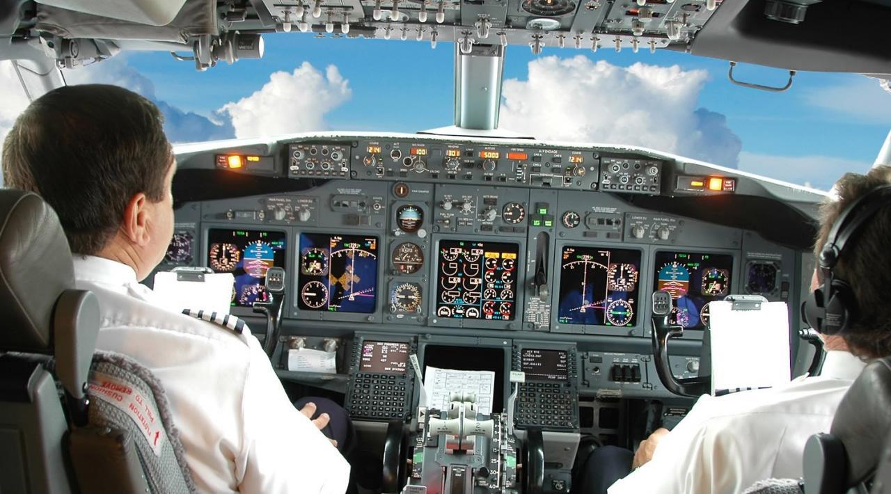 Cosa fanno i piloti di linea in cabina - Cabina ryanair ...